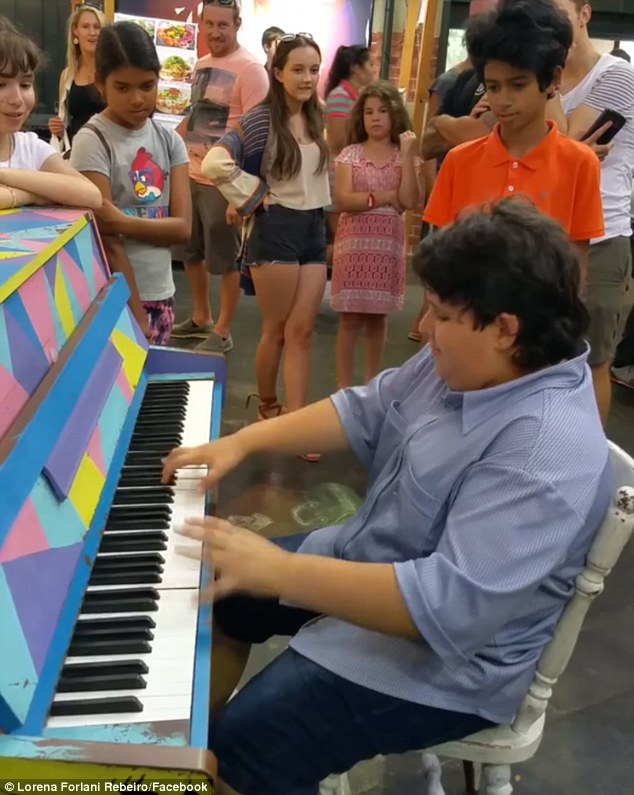 11 Year Old Piano Prodigy Surprises Crowd