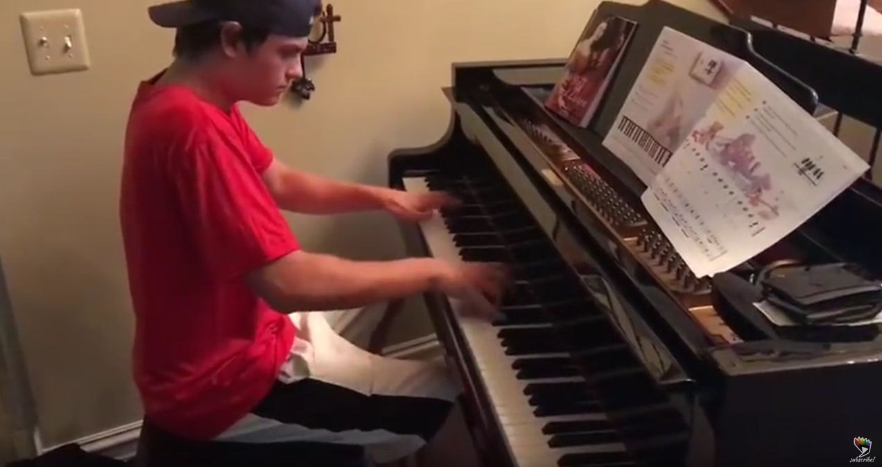 Pizza Delivery Guy does Beethoven's Moonlight Sonata
