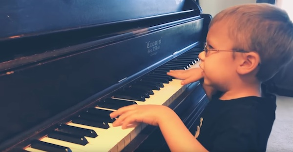 Blind 6 year old piano prodigy plays Queen's Bohemian Rhapsody